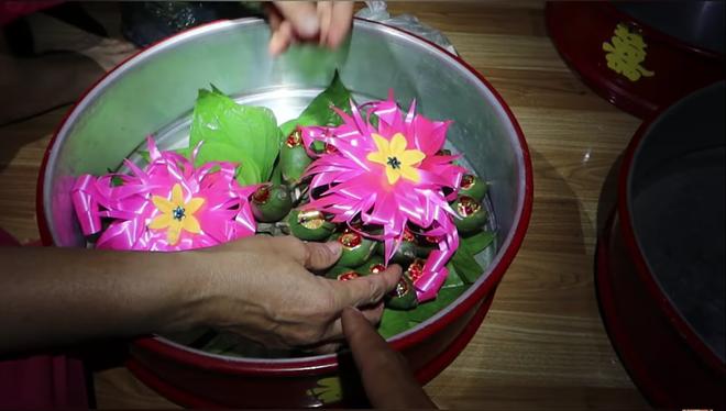 Một YouTuber đình đám của Việt Nam vừa cưới vợ, sính lễ vô cùng khác lạ nhưng cũng chưa gây chú ý bằng dàn phù rể - Ảnh 2.