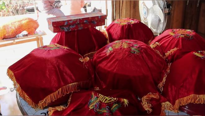 Một YouTuber đình đám của Việt Nam vừa cưới vợ, sính lễ vô cùng khác lạ nhưng cũng chưa gây chú ý bằng dàn phù rể - Ảnh 3.