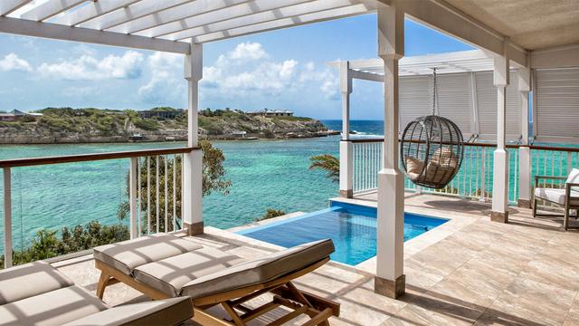 Cách ly kiểu 1% giới siêu giàu: Tắm nắng trên những hòn đảo tư nhân, thuê cả tòa lâu đài để ở và học online trên... du thuyền - Ảnh 2.