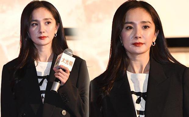 Xót xa hình ảnh cô con gái 5 tuổi ôm chặt Lưu Khải Uy không rời, Dương Mịch lại bị réo tên vì vô trách nhiệm - Ảnh 7.