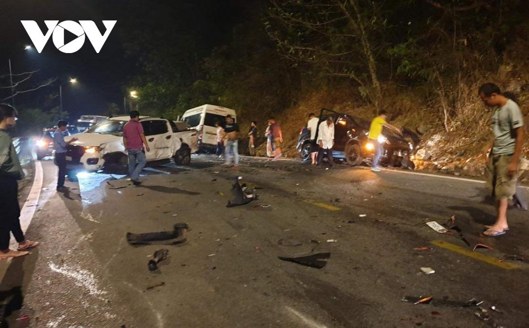 Hiện trường vụ tai nạn liên hoàn giữa xe container và 5 ô tô trên đèo Bảo Lộc