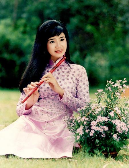 NSND Thu Hà: Nữ hoàng ảnh lịch thập niên 90 và cuộc sống kín tiếng tuổi 52 - Ảnh 3.