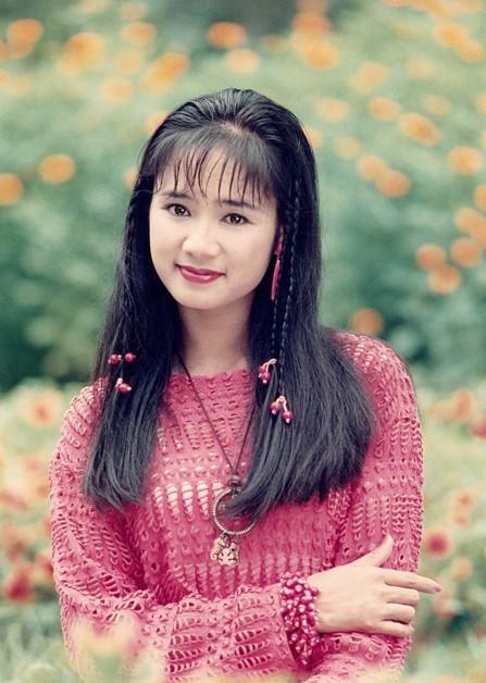 NSND Thu Hà: Nữ hoàng ảnh lịch thập niên 90 và cuộc sống kín tiếng tuổi 52 - Ảnh 1.