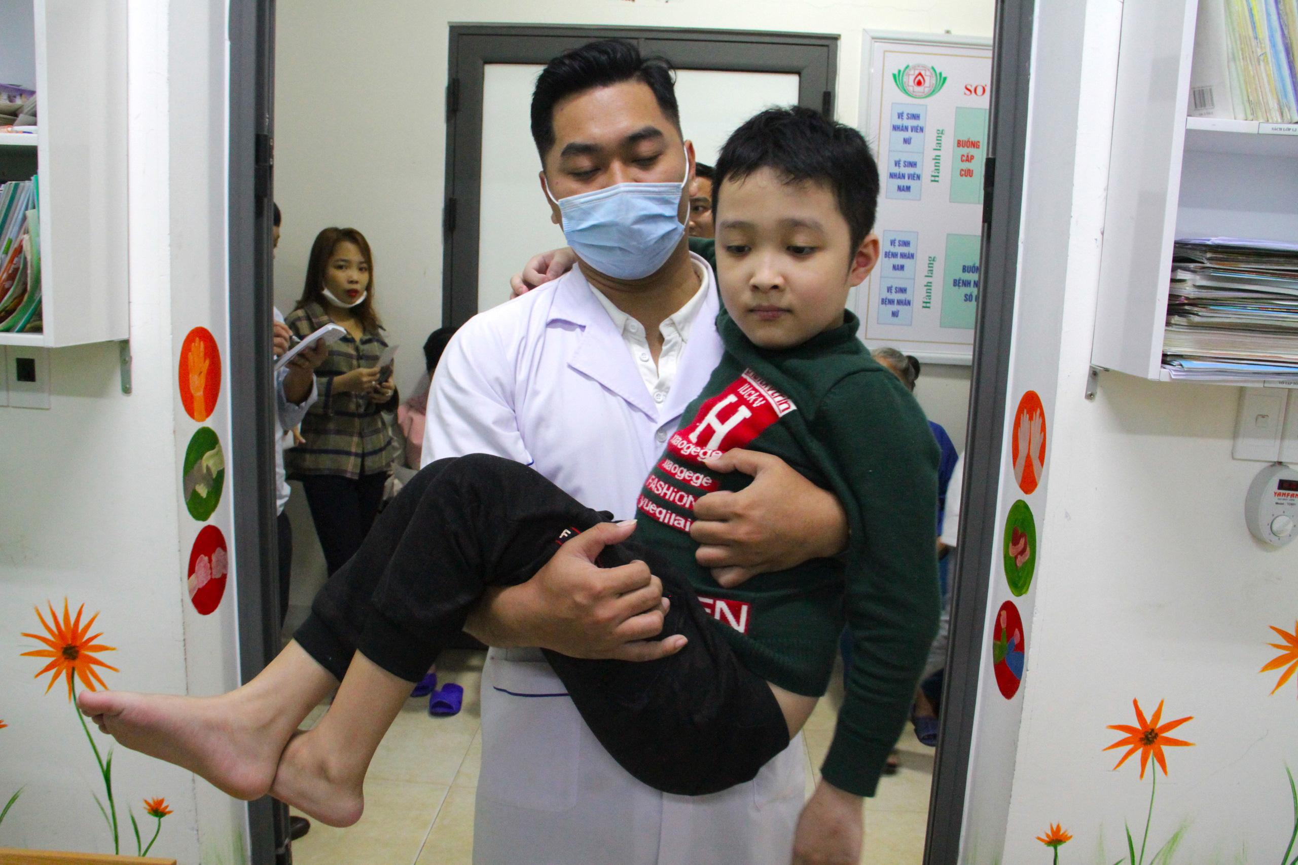 Lớp học đặc biệt trong trung tâm truyền máu, thầy cô là những người khoác áo blouse trắng - Ảnh 10.