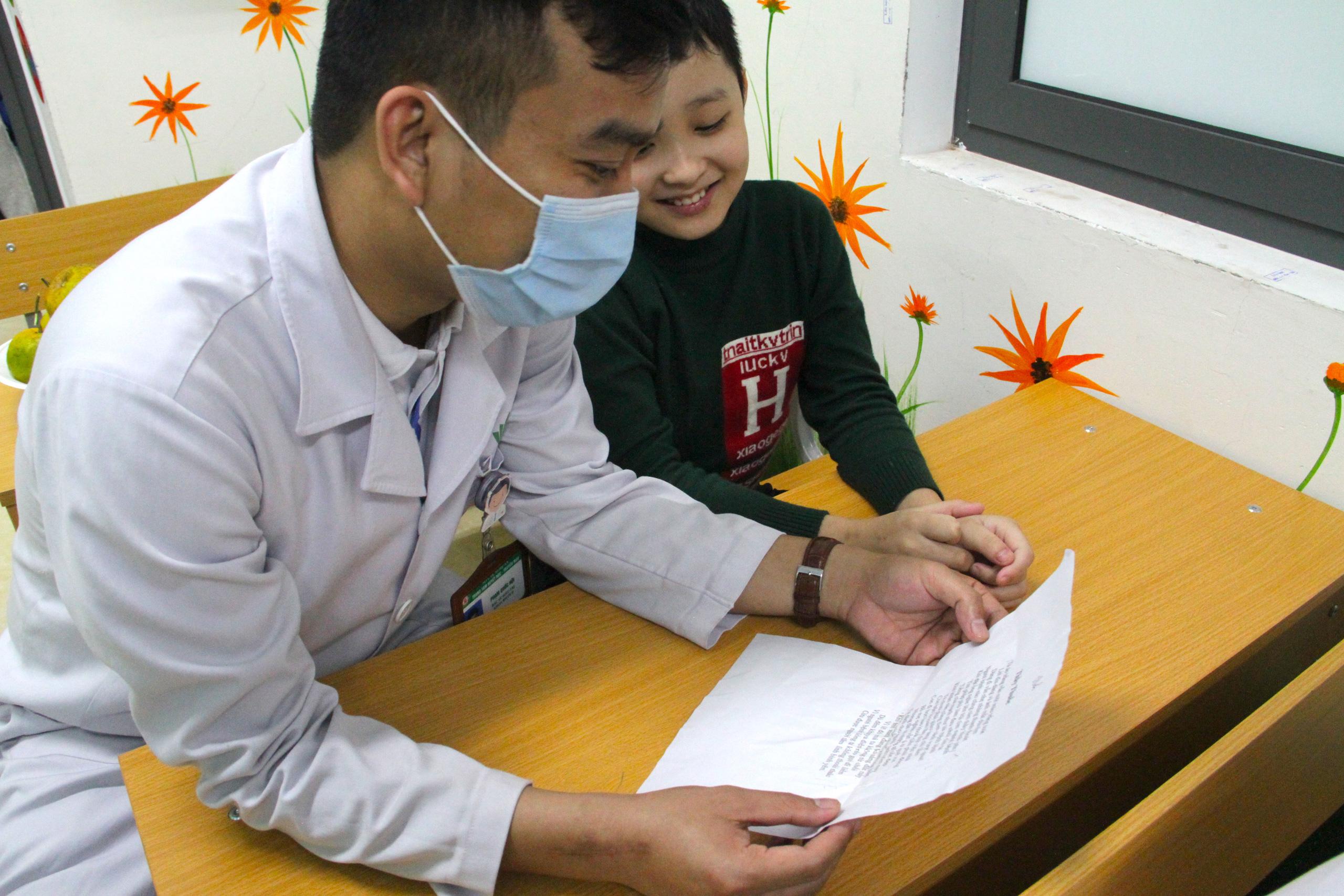 Lớp học đặc biệt trong trung tâm truyền máu, thầy cô là những người khoác áo blouse trắng - Ảnh 5.
