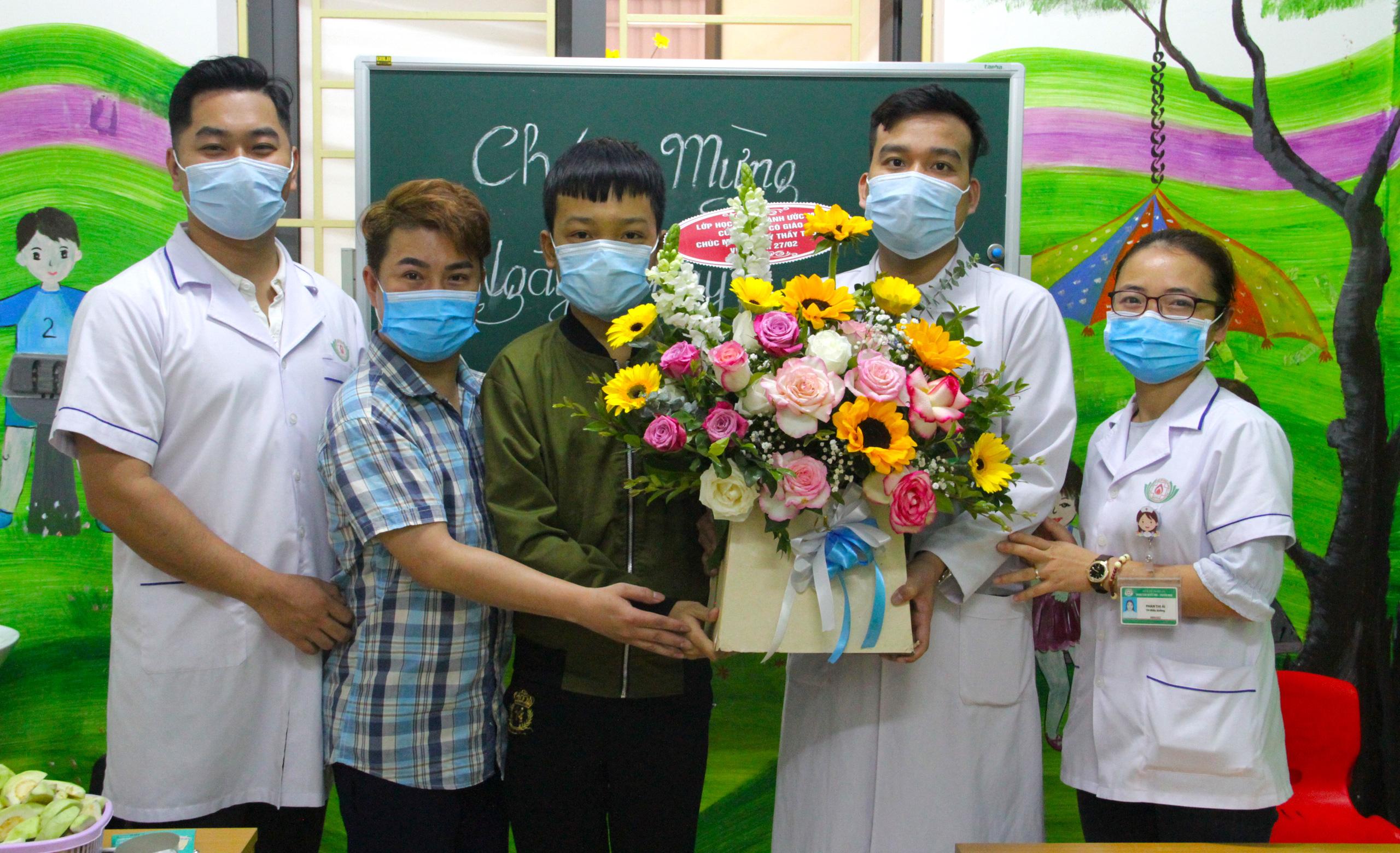 Lớp học đặc biệt trong trung tâm truyền máu, thầy cô là những người khoác áo blouse trắng - Ảnh 17.