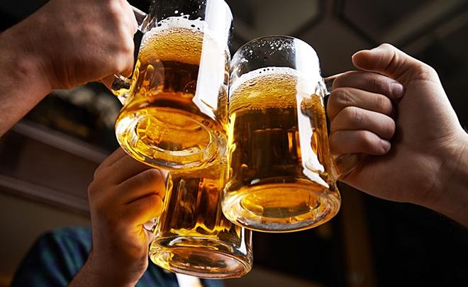 Sau khi tiêm vắc xin Covid-19 phải chờ bao lâu thì có thể uống rượu bia? - Ảnh 2.