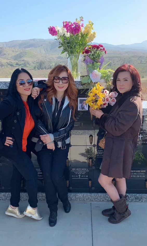 Vợ cũ Bằng Kiều chia sẻ xúc động khi thăm nơi an nghỉ của cố nghệ sĩ Chí Tài - Ảnh 4.