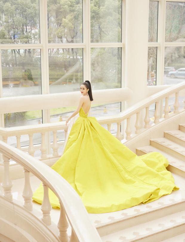 Màn đọ sắc khốc liệt nhất Cbiz hôm nay: Angela Baby hoá công chúa Belle, so kè từng milimet với Nhiệt Ba - Triệu Lệ Dĩnh - Ảnh 37.