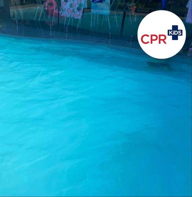 Bức ảnh hồ bơi xanh ngọc tuyệt đẹp song ẩn chứa 1 điều đáng sợ, phụ huynh nào cũng nên lưu ý - Ảnh 2.