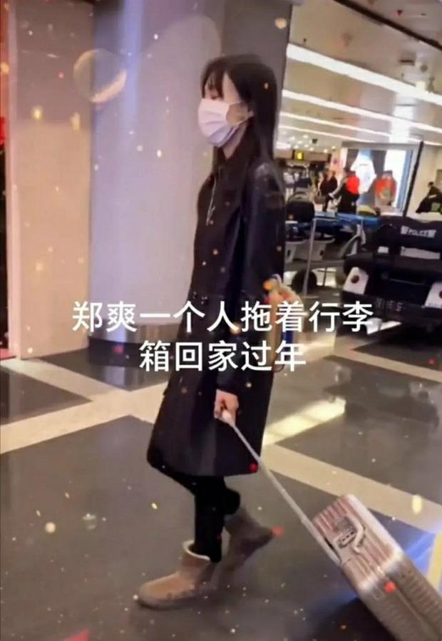 Xôn xao hình ảnh Trịnh Sảng lộ diện sau scandal: Cúi gằm mặt, mệt mỏi kéo vali một mình về quê ăn Tết? - Ảnh 3.