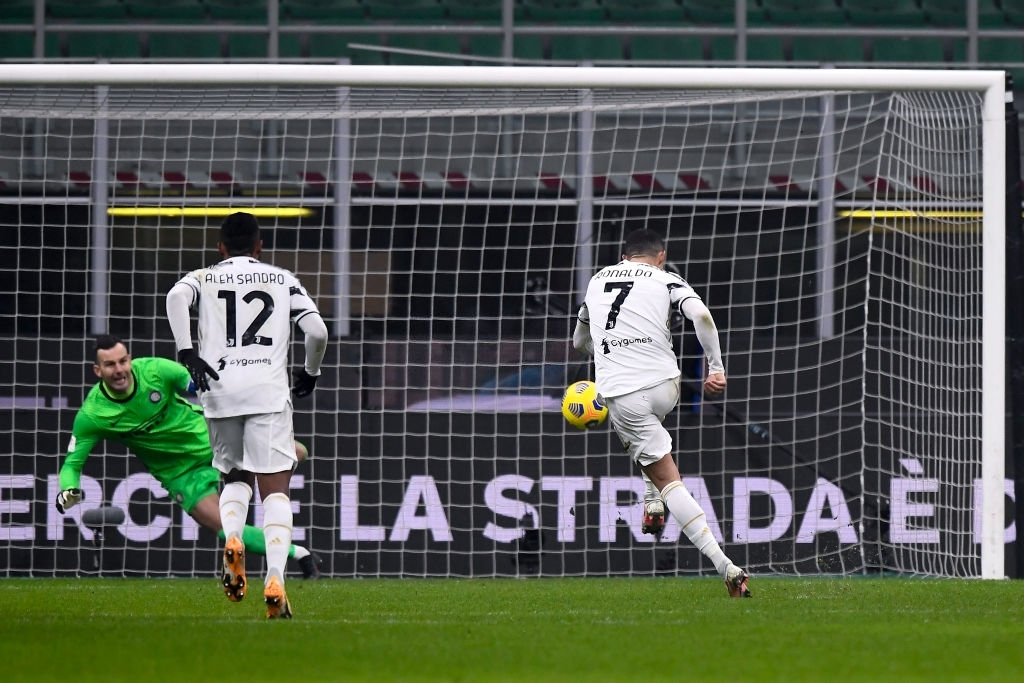 Ronaldo Ghi C U1ea3 2 B U00e0n Gi U00fap Juventus H U1ea1 G U1ee5c Inter Milan U1edf