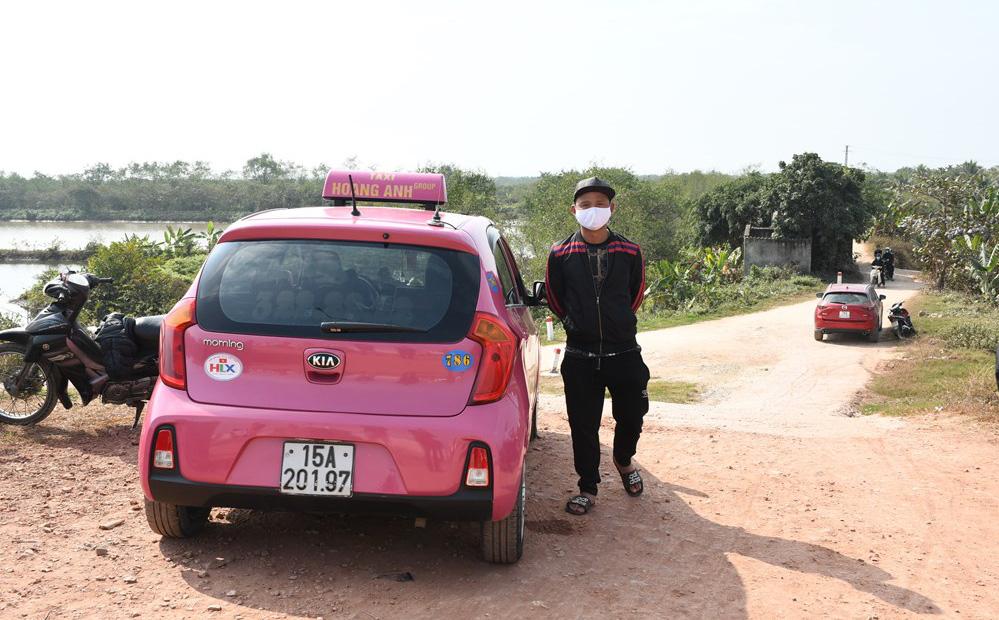 Bắt 2 ô tô chở người trốn chốt kiểm dịch Covid-19