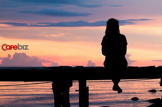 Dịch bệnh, làm việc online một mình và 5 bí mật kinh ngạc: Người trẻ tuổi cô đơn hơn người già - Ảnh 1.