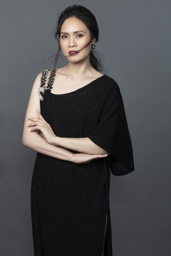Nữ hoàng nhạc phim Việt Nam: Đẹp mặn mà ở tuổi 46, lấy chồng nổi tiếng lớn hơn 17 tuổi - Ảnh 6.