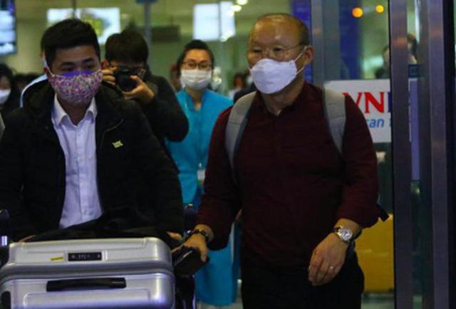 HLV Park Hang-seo và các trợ lý người Hàn Quốc đã trở lại Việt Nam - Ảnh 1.