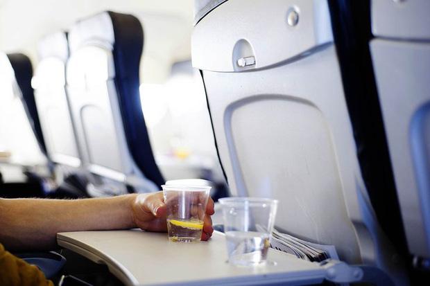 Tiếp viên hàng không cảnh báo, có 1 thứ trên máy bay, hành khách tốt nhất không nên đụng tới - Ảnh 4.
