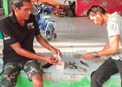 Đi bắt ốc ở bờ biển, ngư dân Thái Lan thấy 1 chiếc phao cứu hộ thì nhặt về, không ngờ đổi đời - Ảnh 2.