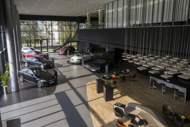Người giàu Việt ngày càng nhiều lên, các đại lý ô tô cần làm gì để thu hút khách mua xe sang? - Ảnh 1.