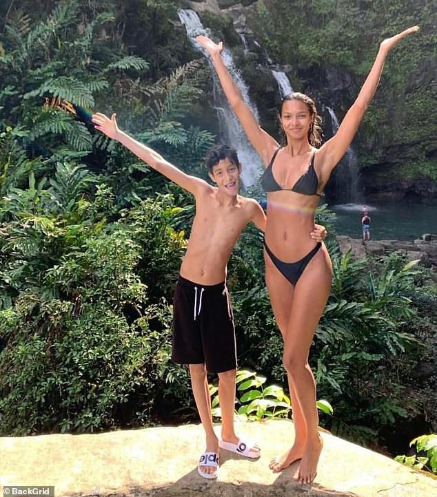 Chân dài 9x Lais Ribeiro nóng bỏng gây mê với nội y  - Ảnh 6.