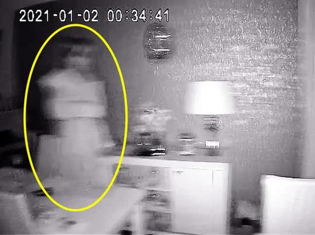 Luôn cảm thấy như có ai đó trong nhà, cặp đôi kiểm tra camera rồi rùng mình phát hiện bóng dáng người phụ nữ cùng loạt hiện tượng khó giải thích - Ảnh 1.