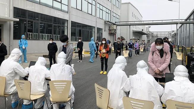 Hải Dương kết thúc giãn cách xã hội từ 0h ngày 3/3, chuyển sang trạng thái mới; Đã có kết quả xét nghiệm SARS-CoV-2 của người đàn ông tử vong trên xe khách - Ảnh 1.