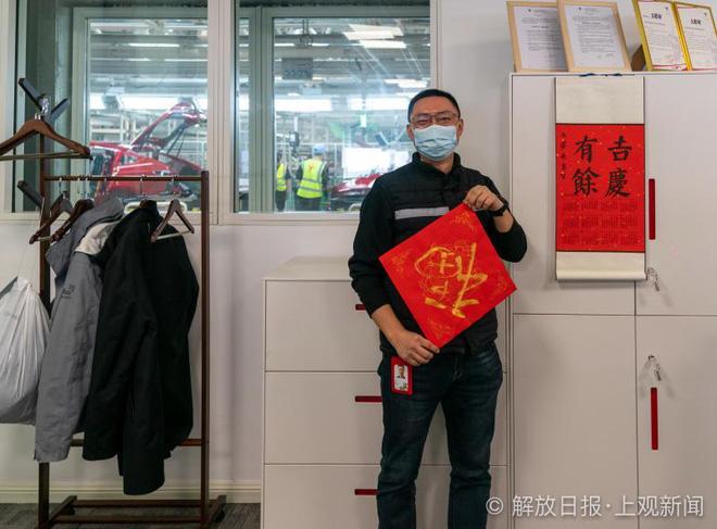 Bên trong siêu nhà máy Tesla Thượng Hải: Chủ tịch ngồi cạnh dây chuyền sản xuất, mọi thứ tự động hóa tối đa, dấu vết từng con ốc đều có thể truy xuất - Ảnh 2.
