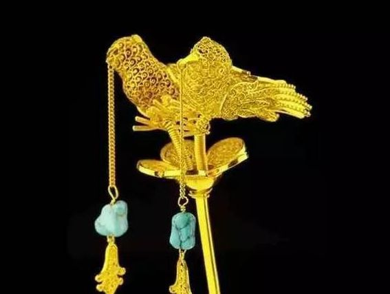 Cụ bà mang chiếc trâm vàng của mẹ kế đi thẩm định: 5 chữ trên cây trâm khiến chuyên gia bàng hoàng, cả trường quay bất ngờ - Ảnh 3.