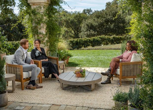 Hoàng tử Harry gây sốc khi lần đầu đích thân nói về lý do rời bỏ Hoàng gia Anh có liên quan đến Meghan Markle trong buổi phỏng vấn 1 lần kể hết - Ảnh 1.