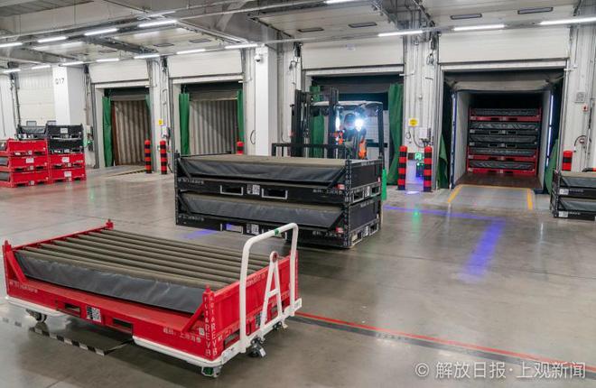 Bên trong siêu nhà máy Tesla Thượng Hải: Chủ tịch ngồi cạnh dây chuyền sản xuất, mọi thứ tự động hóa tối đa, dấu vết từng con ốc đều có thể truy xuất - Ảnh 15.