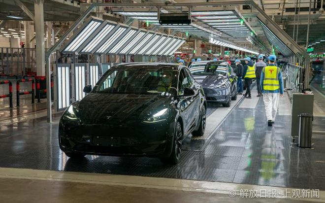 Bên trong siêu nhà máy Tesla Thượng Hải: Chủ tịch ngồi cạnh dây chuyền sản xuất, mọi thứ tự động hóa tối đa, dấu vết từng con ốc đều có thể truy xuất - Ảnh 16.