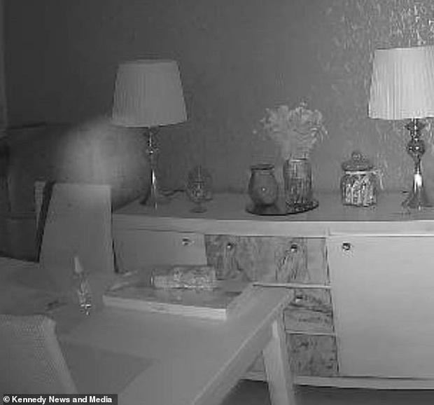Luôn cảm thấy như có ai đó trong nhà, cặp đôi kiểm tra camera rồi rùng mình phát hiện bóng dáng người phụ nữ cùng loạt hiện tượng khó giải thích - Ảnh 4.