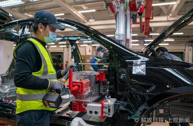 Bên trong siêu nhà máy Tesla Thượng Hải: Chủ tịch ngồi cạnh dây chuyền sản xuất, mọi thứ tự động hóa tối đa, dấu vết từng con ốc đều có thể truy xuất - Ảnh 4.