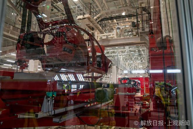 Bên trong siêu nhà máy Tesla Thượng Hải: Chủ tịch ngồi cạnh dây chuyền sản xuất, mọi thứ tự động hóa tối đa, dấu vết từng con ốc đều có thể truy xuất - Ảnh 5.