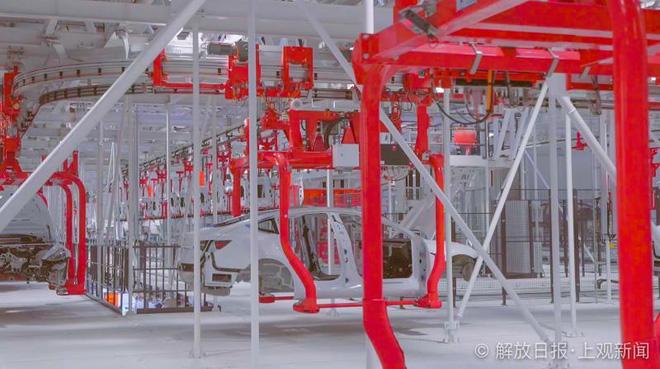 Bên trong siêu nhà máy Tesla Thượng Hải: Chủ tịch ngồi cạnh dây chuyền sản xuất, mọi thứ tự động hóa tối đa, dấu vết từng con ốc đều có thể truy xuất - Ảnh 6.