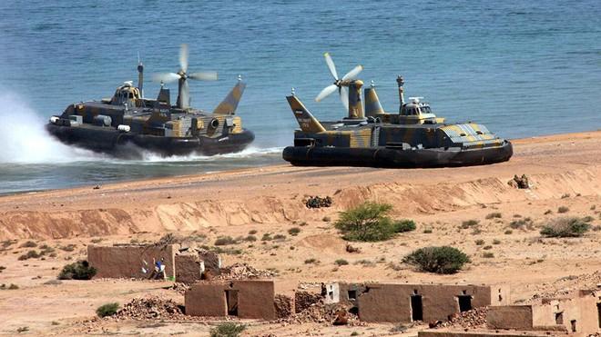Diễn biến mới nhất vụ tàu Israel nghi bị Iran tấn công - Tên lửa bắn tới sát biên giới, Nga gửi cảnh báo thép cho Thổ Nhĩ Kỳ - Ảnh 1.
