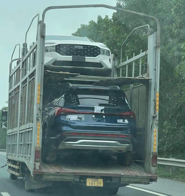 Lộ diện Hyundai Santa Fe 2021 trên đường vận chuyển tại Việt Nam: Khả năng là xe thương mại sắp ra mắt, đáp trả Kia Sorento - Ảnh 1.