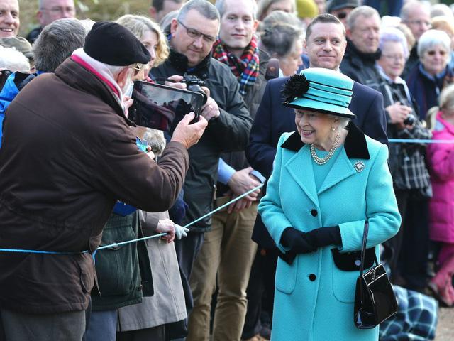 Các thành viên Hoàng gia Anh kiếm tiền thế nào? - ảnh 1