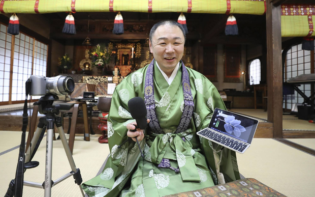 Lễ tang trực tuyến và ứng dụng thiền - phát kiến giúp các ngôi đền ở Nhật Bản sống sót thời Covid-19 - Ảnh 1.