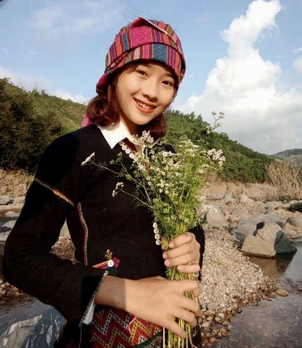 Nữ sinh Bru - Vân Kiều gây chú ý bởi nét đẹp tươi tắn, dịu dàng trong bộ trang phục truyền thông của dân tộc - Ảnh 7.