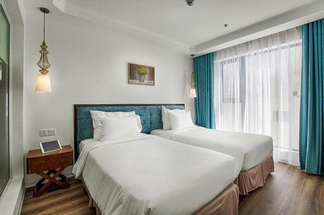"""Loạt khách sạn 4 sao Đà Nẵng giá rẻ """"giật mình"""": Chưa tới 500.000 đồng/đêm, vị trí ngay trung tâm, có cả hồ bơi, ăn sáng miễn phí  - Ảnh 1."""