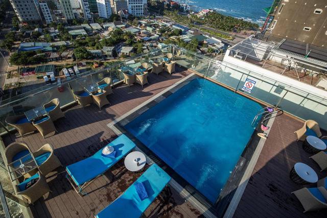 """Loạt khách sạn 4 sao Đà Nẵng giá rẻ """"giật mình"""": Chưa tới 500.000 đồng/đêm, vị trí ngay trung tâm, có cả hồ bơi, ăn sáng miễn phí  - Ảnh 2."""