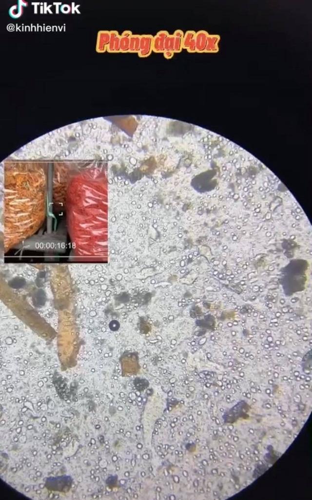 Soi bò khô siêu rẻ 170k/kg bán đầy ngoài chợ dưới kính hiển vi, phát hiện thứ nguyên liệu bất ngờ khiến nhiều người khiếp sợ  - Ảnh 1.