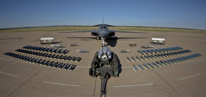 Vì sao Không quân Mỹ loại máy bay ném bom chiến lược B-1B? - Ảnh 1.