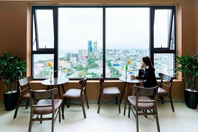 """Loạt khách sạn 4 sao Đà Nẵng giá rẻ """"giật mình"""": Chưa tới 500.000 đồng/đêm, vị trí ngay trung tâm, có cả hồ bơi, ăn sáng miễn phí  - Ảnh 4."""