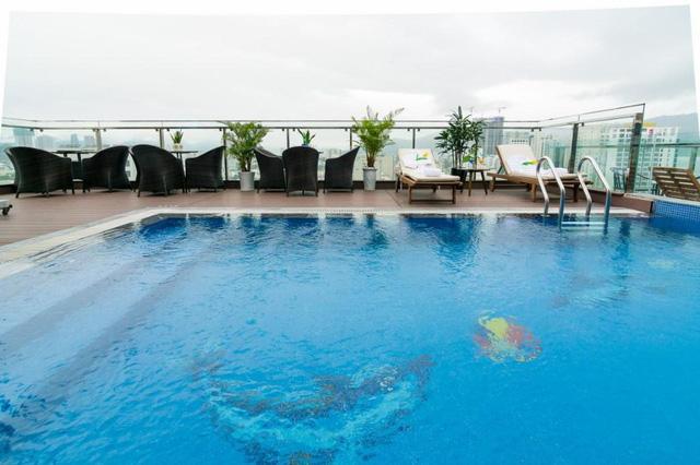 """Loạt khách sạn 4 sao Đà Nẵng giá rẻ """"giật mình"""": Chưa tới 500.000 đồng/đêm, vị trí ngay trung tâm, có cả hồ bơi, ăn sáng miễn phí  - Ảnh 5."""