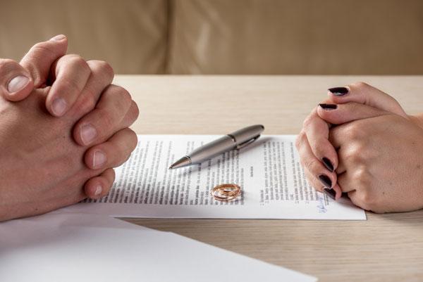 Kỉ niệm 5 năm ngày cưới, chồng tặng vợ cú sốc: Mừng vì cô gái đó đã làm được điều tôi mãi mãi không thể - Ảnh 2.