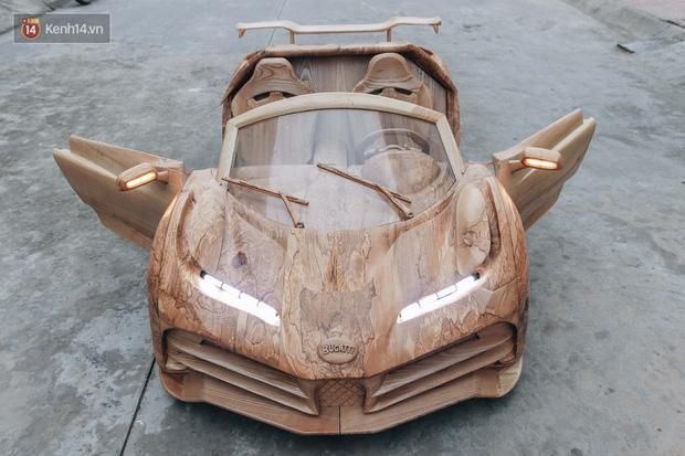 Ông bố trẻ chế tạo siêu xe Bugatti Centodieci bằng gỗ tặng con trai, chiều nào cũng vi vu trên đường - Ảnh 1.