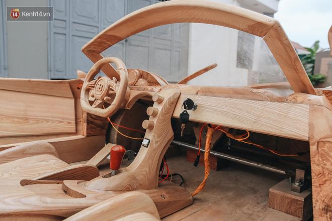 Ông bố trẻ chế tạo siêu xe Bugatti Centodieci bằng gỗ tặng con trai, chiều nào cũng vi vu trên đường - Ảnh 3.