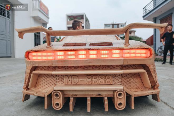 Ông bố trẻ chế tạo siêu xe Bugatti Centodieci bằng gỗ tặng con trai, chiều nào cũng vi vu trên đường - Ảnh 5.